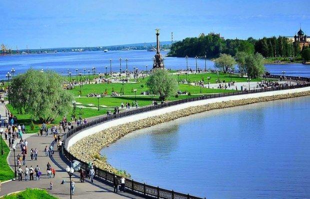Парк и памятник 1-летию