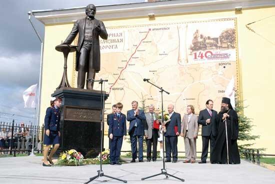 Файл:Памятник Савве Мамонтову