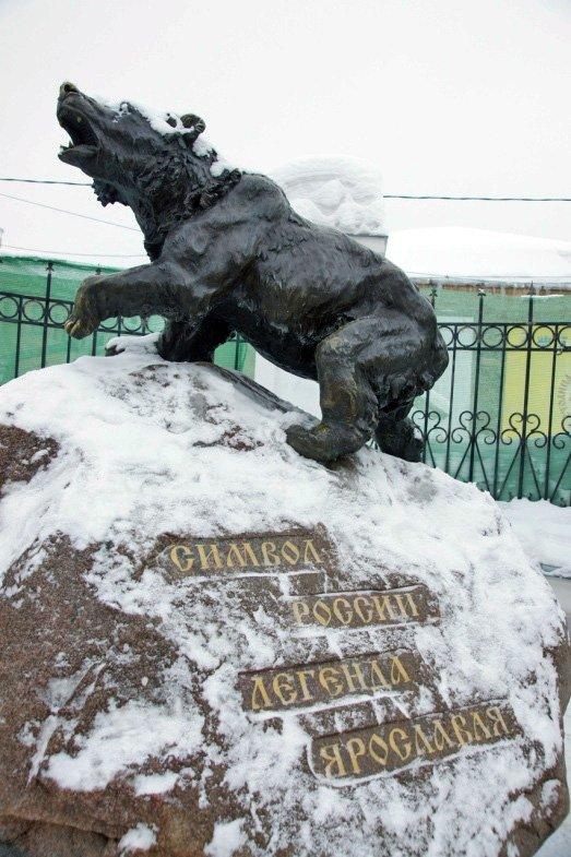 Памятник медведю Фотографии