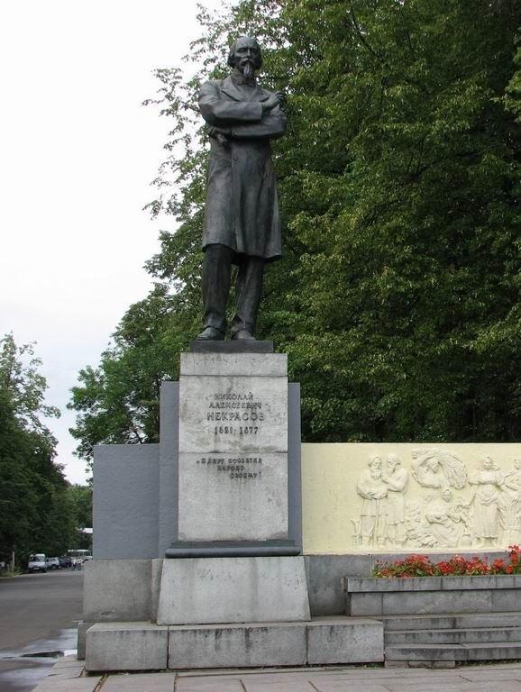 Памятник Некрасову в Ярославле
